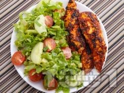 Пилешки филенца с доматено пюре и розмарин на тефлонов незалепващ тиган - снимка на рецептата